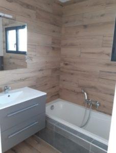 constructeur maison romans sur isere-salle de bain carrelage bois